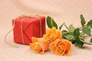 バラとプレゼント