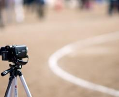 三脚とビデオカメラ
