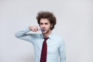 ビジネスマン歯磨き